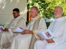 Priester neemt afscheid van Balgoij, een dorp waar ze elkaar nog helpen