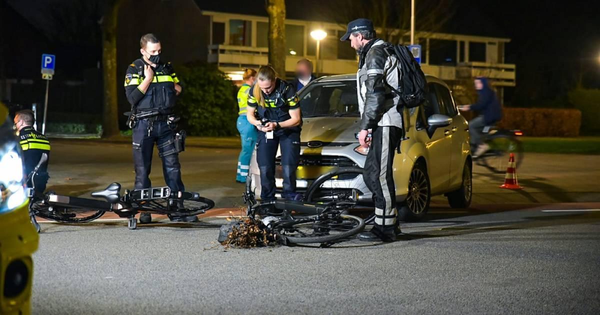 Vrouw naar ziekenhuis na botsing tussen taxi en auto in Nieuwleusen.