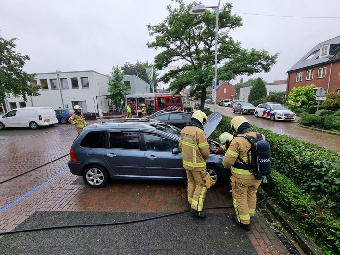 De brandweer heeft het vuur geblust in Aalten.