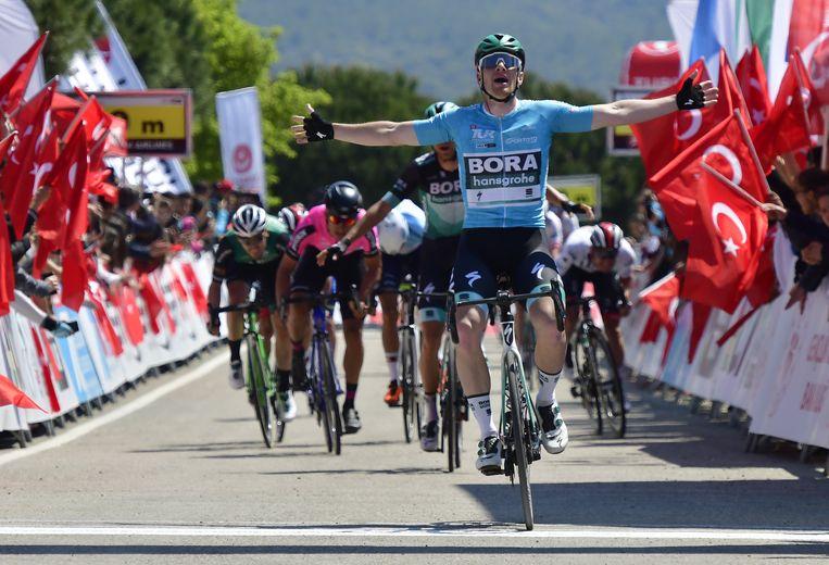 Als leider won hij ook de tweede etappe.