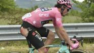 VIDEO. Roglic brengt bezoekje aan dokter na vroege valpartij in zesde Giro-etappe