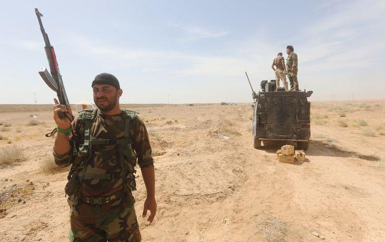 Een Irakese soldaat in de buurt van Ramadi. Beeld afp