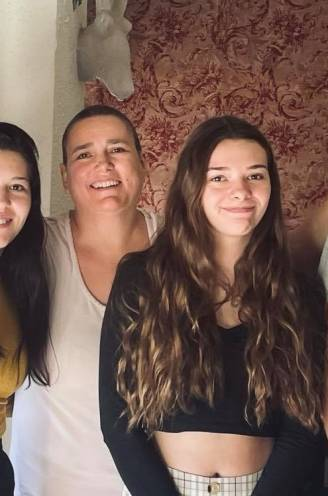 """Zes kinderen lanceren crowdfunding voor hun ongeneeslijk zieke mama Cheryle (47): """"Uitzaaiingen op 11 plekken... Zal ik er deze zomer nog zijn?"""""""