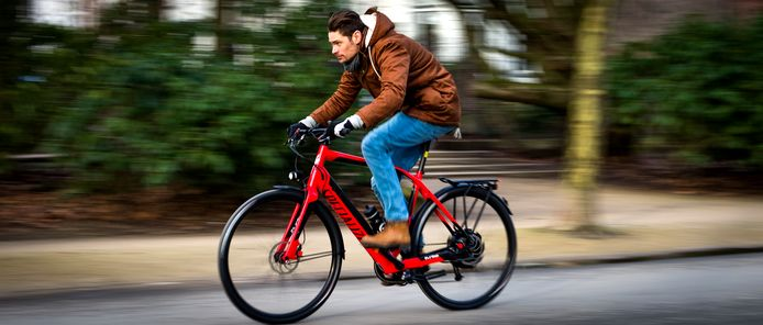 De zakelijke elektrische fiets rukt op.