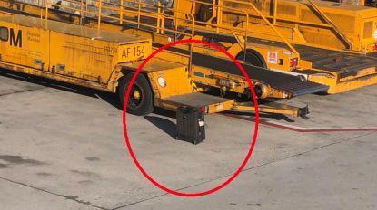 Passagier Lufthansa ziet koffer nog op tarmac staan terwijl vliegtuig vertrekt en kan ogen niet geloven