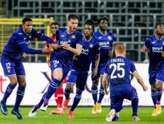 Onwaarschijnlijk einde: Miazga redt in slotseconden punt voor Anderlecht na knalprestatie Mbokani