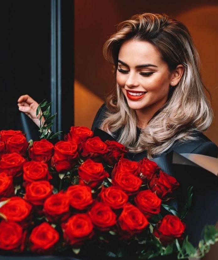 Op Instagram pakte Sarah vorige maand uit met een indrukwekkend boeket rozen, naar verluidt gekregen van André. Ook haar andere foto's geven een inkijk in haar spannend jetsetleventje.