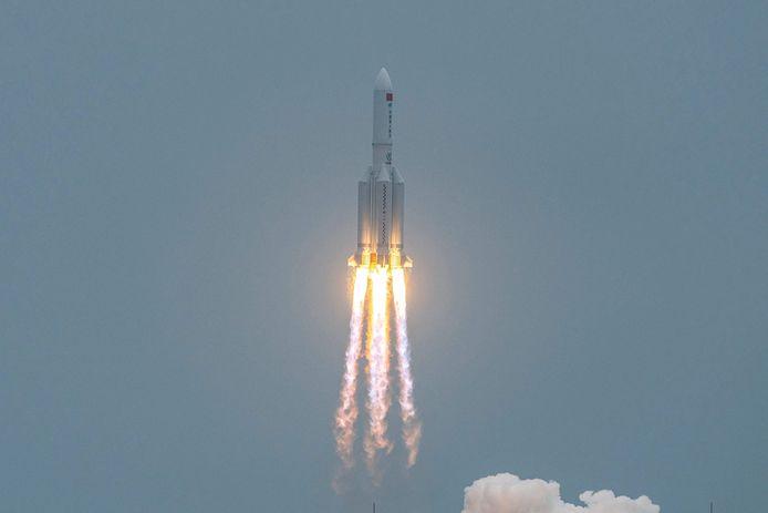 Indien de draagraket niet volledig opbrandt, is het mogelijk dat ruimteafval in Europa neerstort, volgens specialisten van het Europese Ruimtevaartbureau ESA.