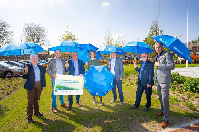 Wethouders van de betrokken gemeenten en de Heemraad van het Waterschap Vallei en Veluwe hebben de overeenkomst ondertekend.