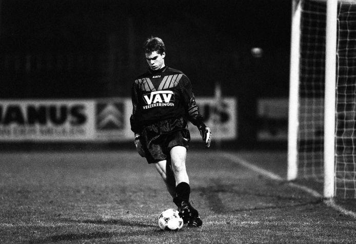 Guido Budziak in actie tijdens het duel van FC Eindhoven tegen Telstar. Budziak is dan 15 jaar en 61 dagen. De jongste speler in het betaald voetbal ooit in Nederland.