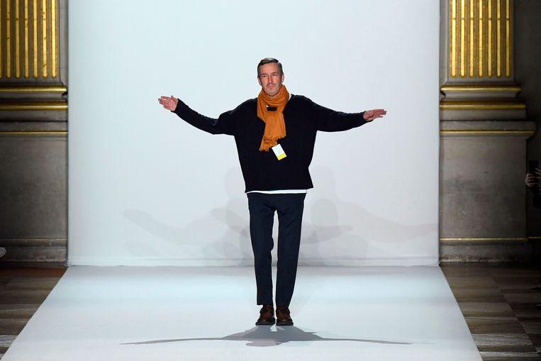 Dries Van Noten tijdens de modeweek in Parijs, eind vorig jaar. Beeld AFP