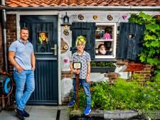 Patrick (43) bouwt mini-Efteling in de tuin voor zijn zoons: 'Je doet alles voor je kinderen'