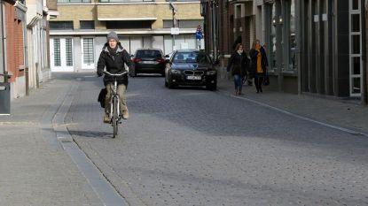 Geen pijnlijk achterwerk meer: test met comfortstrook in Kerkstraat