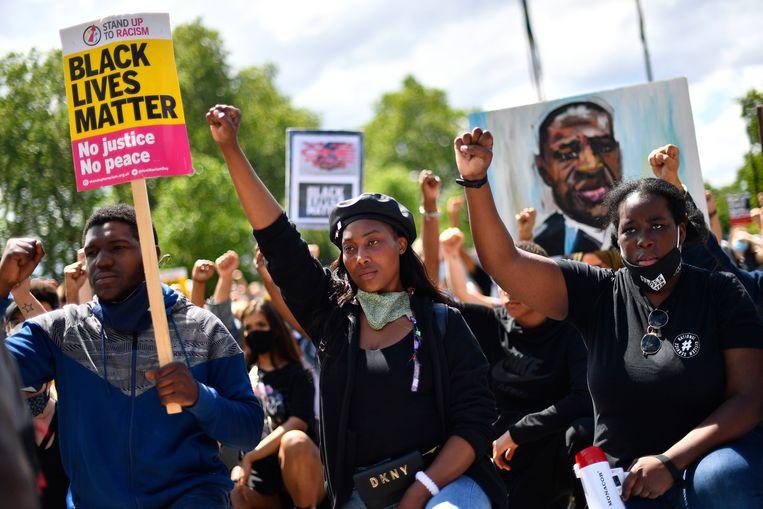 Archiefbeeld. Activiste Sasha Johnson (midden) tijdens een BLM-protest in Hyde Park te Londen. (13/06/2020) Beeld AP