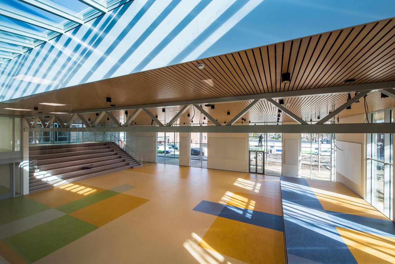 Genoeg ruimte in de nieuwe aula van het Lingecollege.
