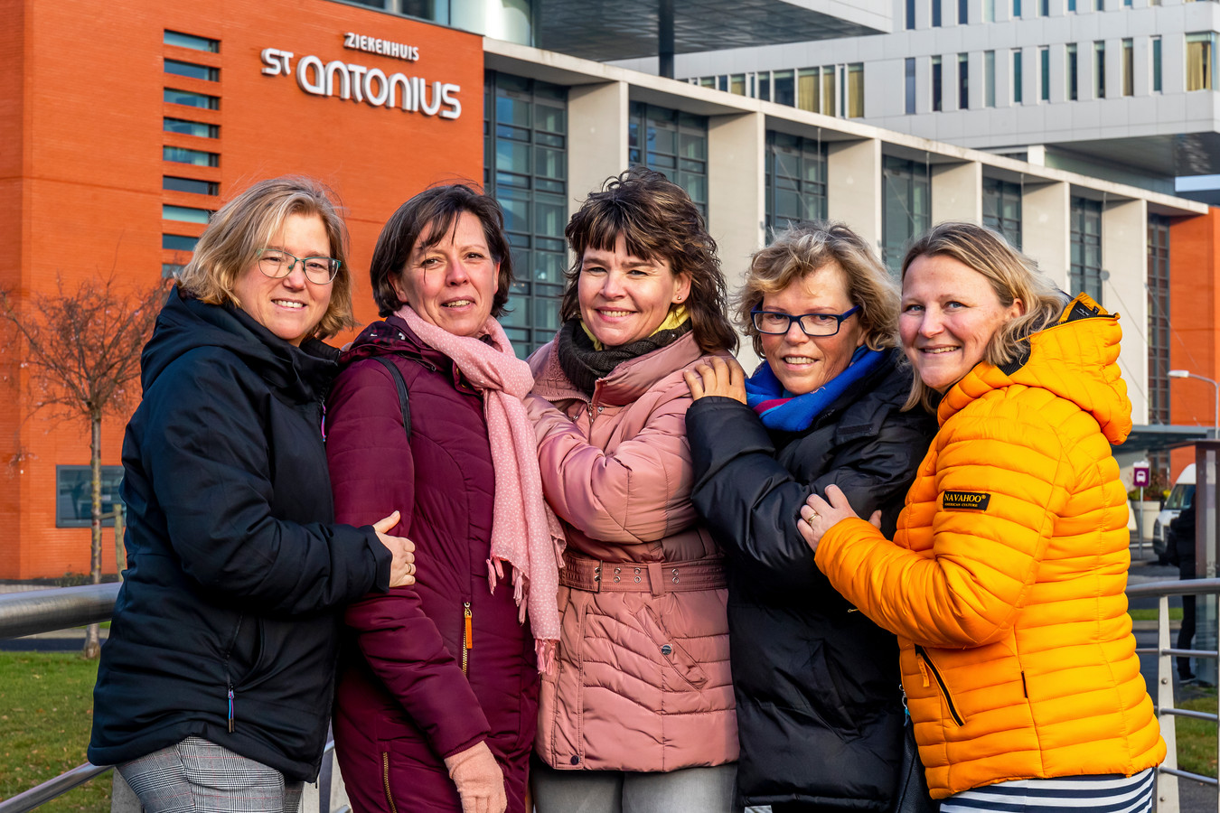 Emilie(47), Ada (52), Femmy(46), Anita(55) en Femke(43), buddies van het Buddyhuis.