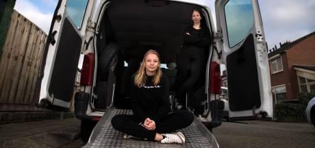 Amanda (12) start inzamelactie voor een rolstoelbus voor haar zorgbroertjes
