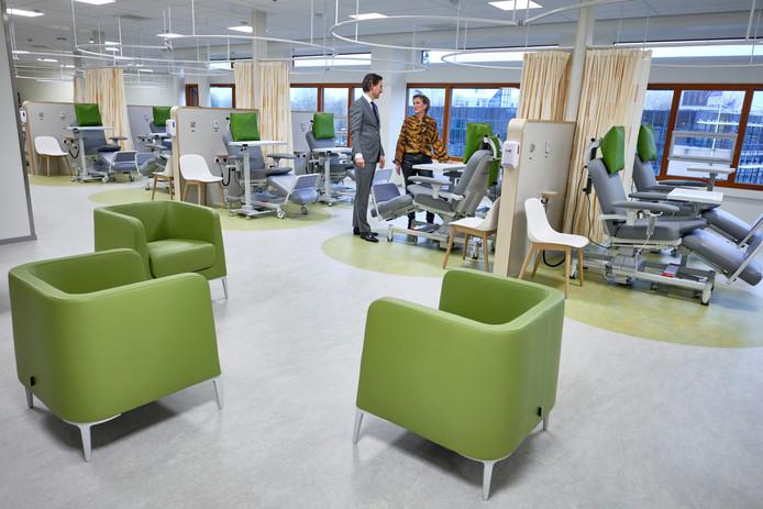 De polikliniek van het oncologiecentrum en borstkliniek in Schiedam oogt als een huiskamer.