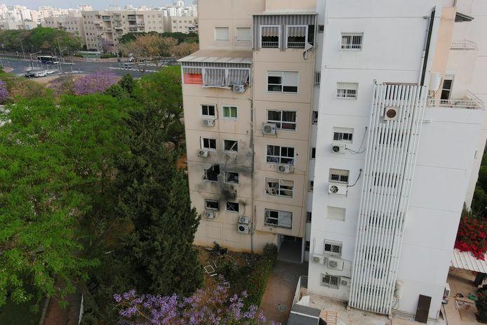 Een beschadigd gebouw na een aanval met een raket vanuit Gaza.