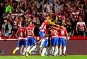 De spelers van Granada vieren de 1-0.