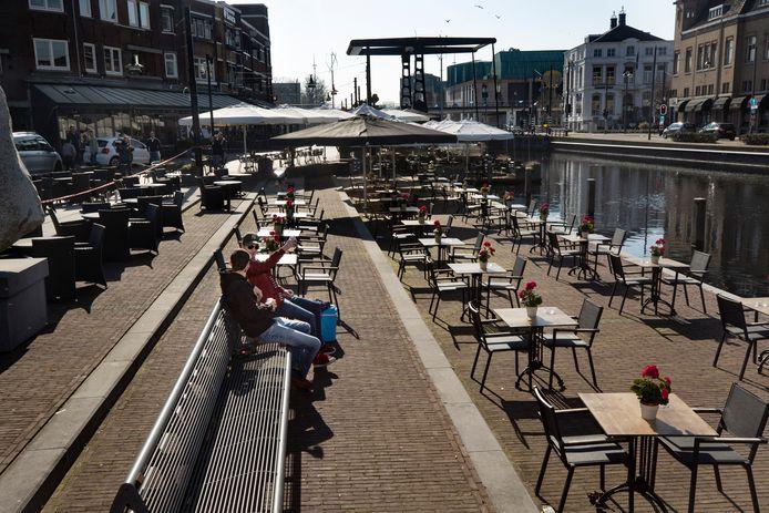 Horeca in Helmond zet haar terrassen klaar.