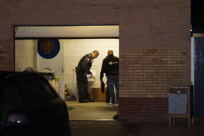 Het drugslab in Kaatsheuvel, waar twee doden vielen, wordt onderzocht.