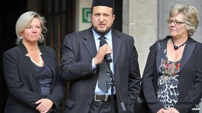Imam krabbelt terug en pleit voor symbolische actie