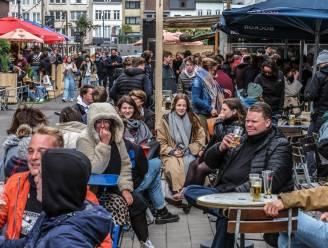 """Volk stroomt toe in binnenstad Kortrijk, euforie in uitgaansbuurt: """"Het voelt bijna als de Sinksenfeesten"""""""