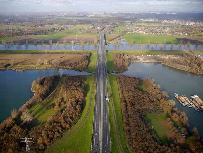 Op de A73 tussen Cuijk en Malden de percentuele grootste toename: vorig jaar 8 procent meer verkeer over de Maasbrug dan in 2016.