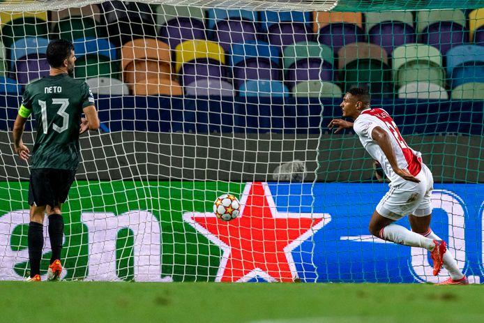 Haller na de 0-2 voor Ajax.