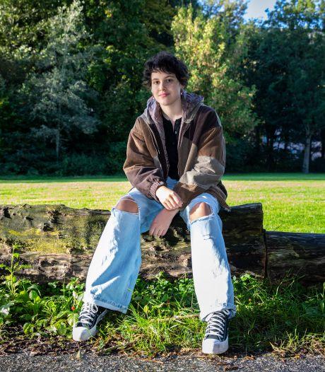 Annemijn (17) is niet actief op zoek naar de liefde, maar dat was vroeger anders: 'Ben nu meer op mezelf'