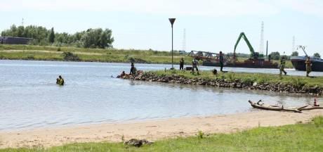Duikers halen drenkeling uit de Nederrijn bij Wageningen, man overleden