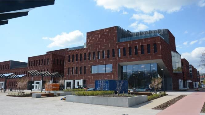 Nieuw gemeentehuis gooit voor eerste maal deuren open