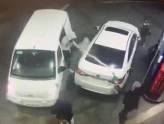 Automobilist in Chili verjaagt overvallers aan tankstation op spectaculaire manier