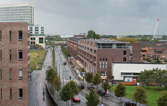Pix4Profs-Ron Magielse Blik over de Stationslaan richting het Gerechtsgebouw en Havenkwartier, gezien vanaf de 'bruggetjes' op het centraal station.