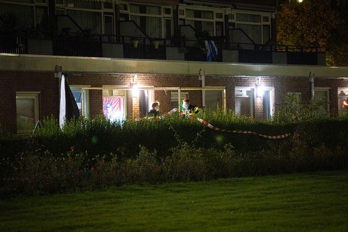 De afzetting met linten bij een woning aan de Obrechtstraat in Zwolle.