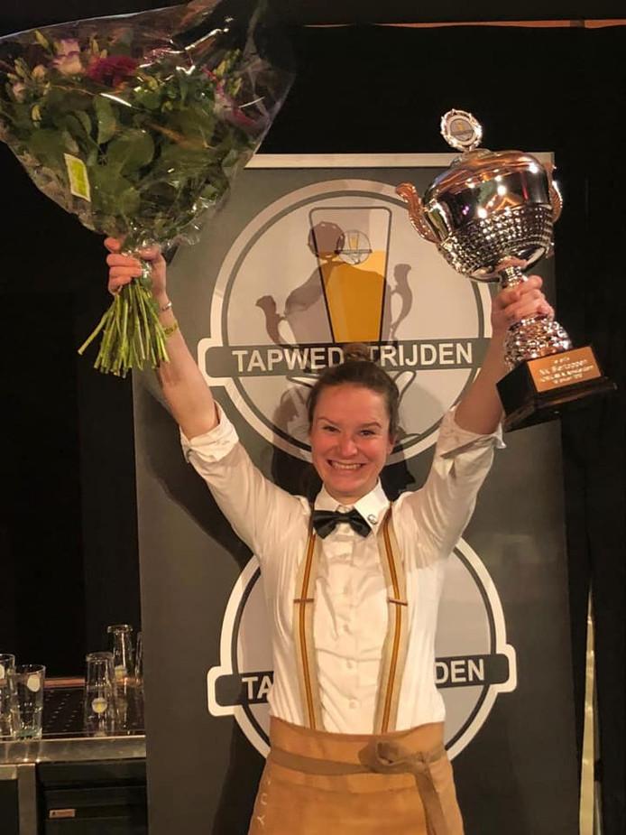 Amber Ott uit Soest is de beste biertapper van Nederland.
