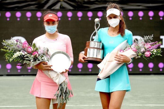 Danka Kovinic en Veronika Kudermetova na hun finale in Charleston.