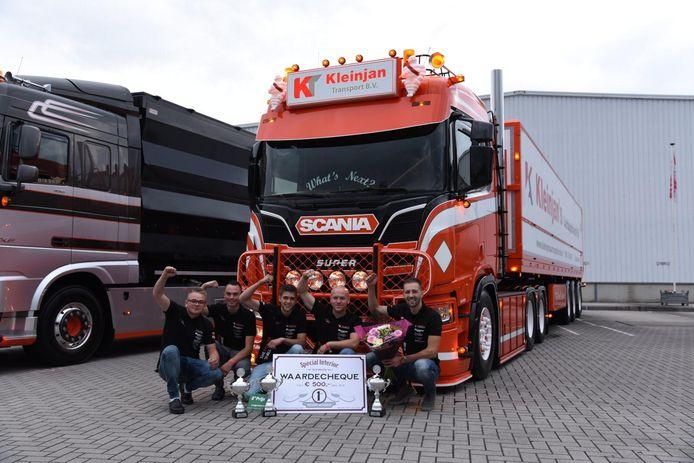 Joost Kleinjan uit Goudswaard won afgelopen weekend in Zeewolde drie prijzen met zijn vrachtwagen. ,,Dit is loon na hard werken.''