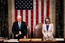 Vicepresident Mike Pence en Huisvoorzitter Nancy Pelosi openen de vergadering van het Amerikaanse Congres.