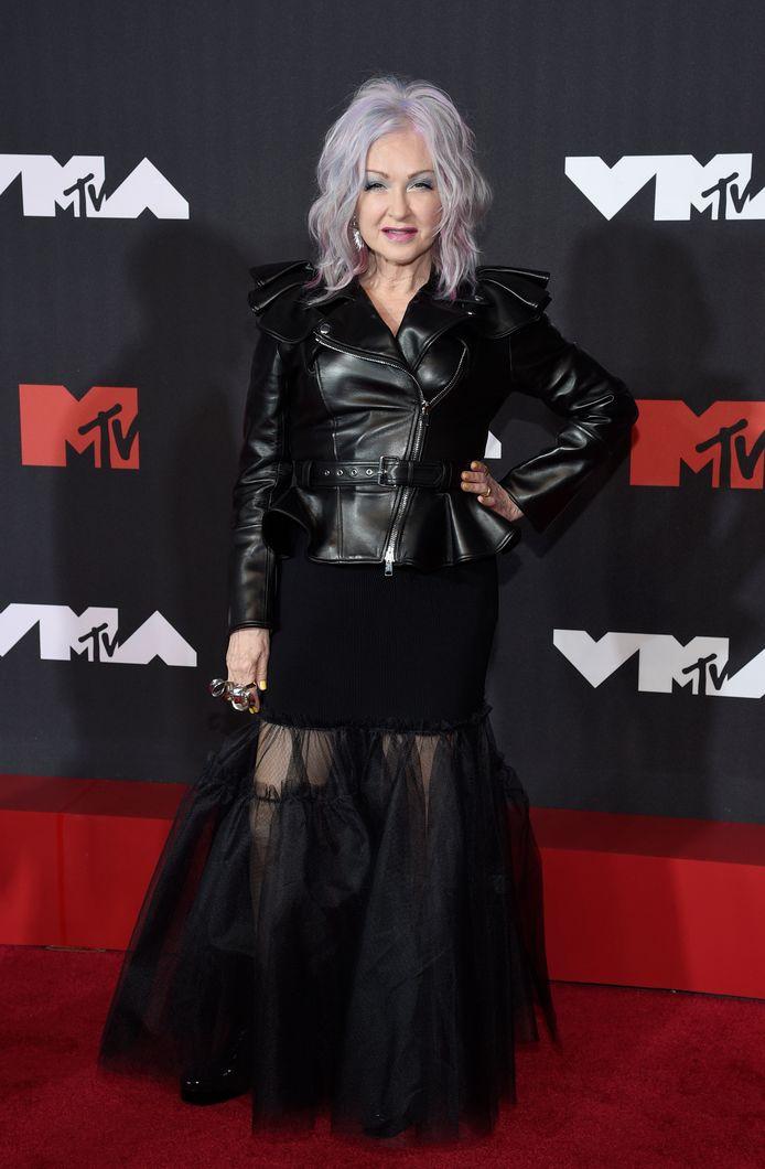 Cyndi Lauper a opté pour une tenue 100% noire.