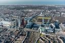 Station Den Haag Centraal ligt helemaal ingeklemd tussen de hoogbouw van ministeries en New Babylon.