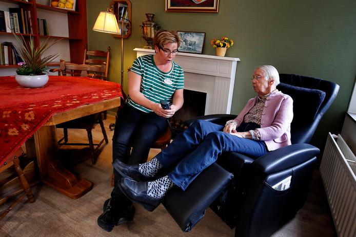 Stoel Voor Ouderen : Ouderen blijven bewegen dankzij een stoel rivierenland ad.nl