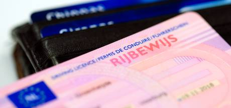 Man (27) zonder rijbewijs gepakt in Nijverdal