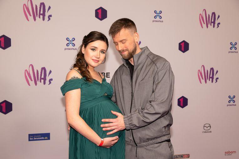 Tourist LeMC en zijn hoogzwangere vrouw Marta op de MIA's.