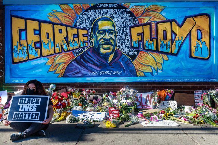 Een gedenkplenk voor George Floyd, vlakbij de plek waar hij overleed. Beeld AFP