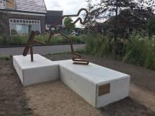 Na paar keer uitstel is standbeeld voor Stefan Groothuis toch onthuld: 'Een hele eer'
