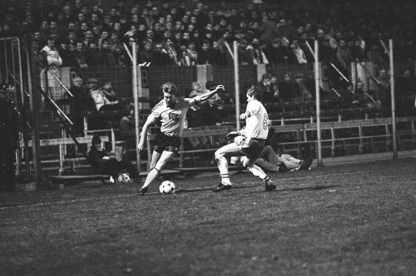 Waslander als speler in het shirt van NAC, eind 1982 tegen FC Utrecht.