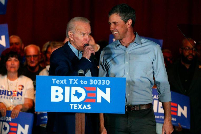 Beto O'Rourke en Joe Biden bij een campagnerally in Texas waarbij O'Rourke zich achter de kandidatuur van Joe Biden schaarde. Beeld AP