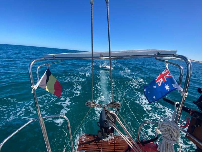 Tous les week-ends, la jeune femme vogue sur les eaux australiennes.